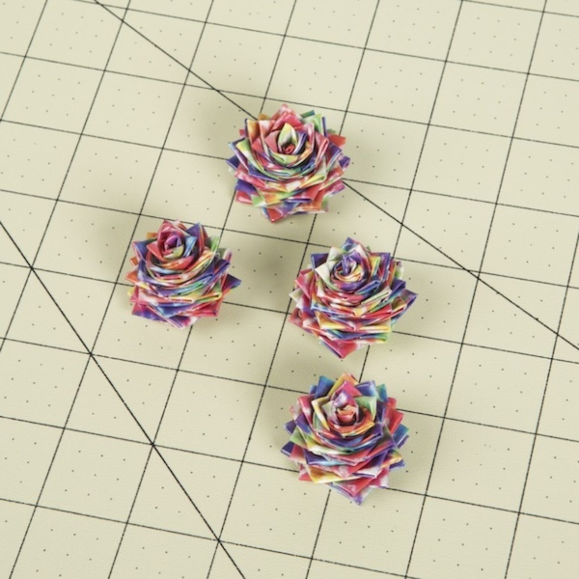 4 roses identical to the one created in the previous step