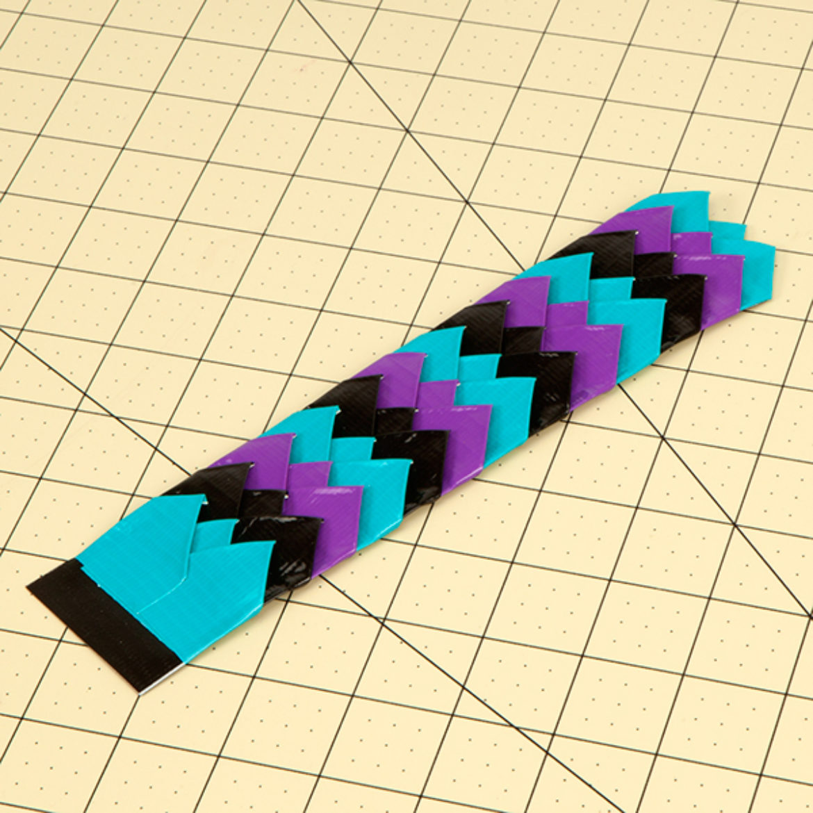 Steps 6-7 repeated with alternating colors until the whole bracelet is covered