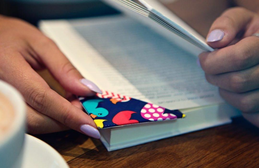 Video How-To: Duck Tape® Corner Bookmark